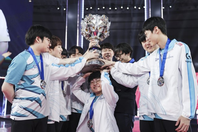 DWG Takes the Throne at the League of Legends Worlds 2020
